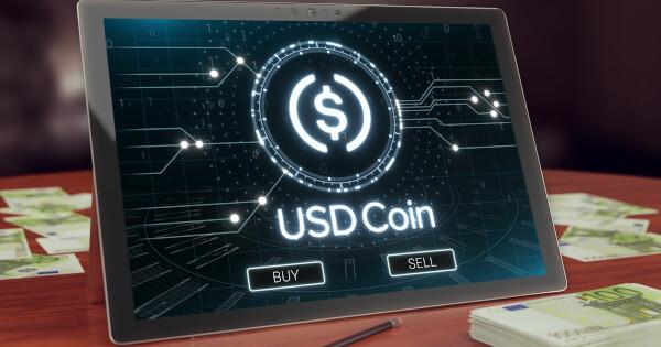 Coinbase zaplatí uživatelům 4% úroky za držení USDC
