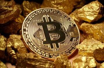 Bloomberg's Senior Strategist says Bitcoin Could Consolidate Like Gold Before Rallying Higher